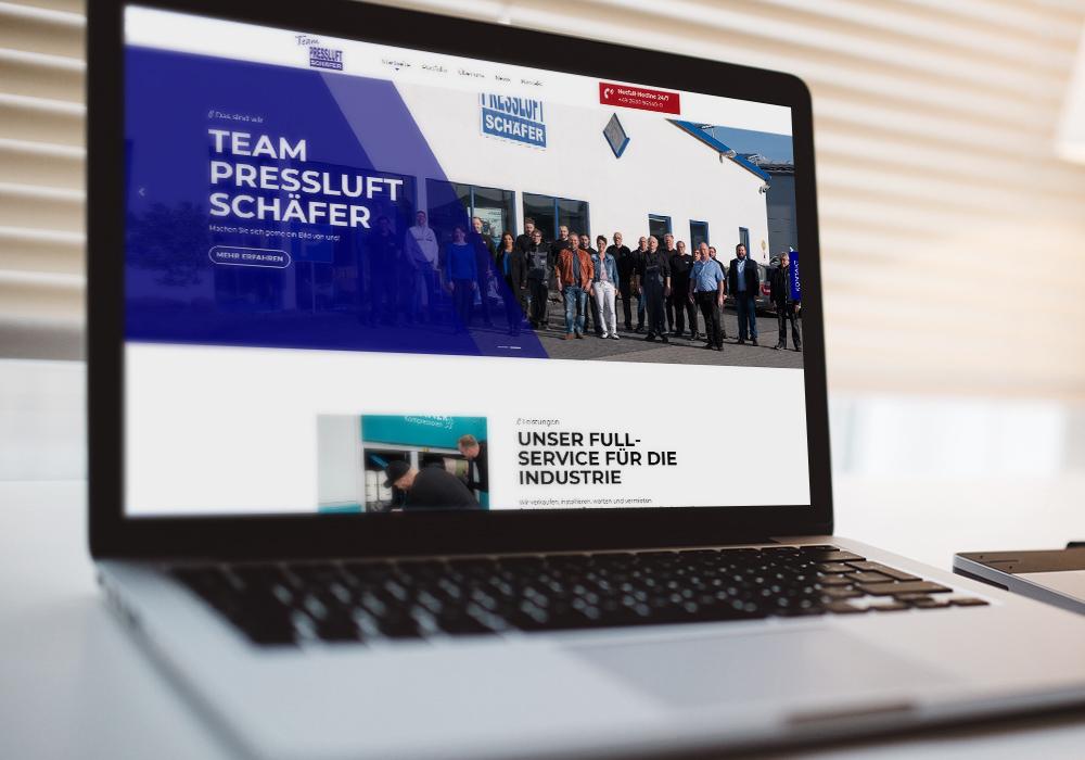 Laptop mit neuer Website von Team Pressluft Schäfter
